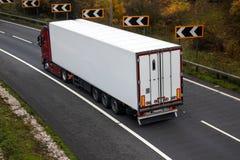 Distributie van goederen Gearticuleerde Vrachtwagen royalty-vrije stock foto's