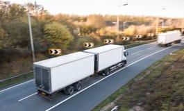 Distributie van goederen Vrachtwagen op de weg Royalty-vrije Stock Afbeelding