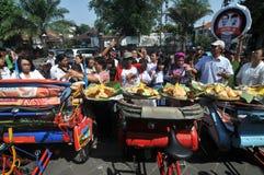 Distribution de nourriture gratuite aux pauvres personnes Image libre de droits