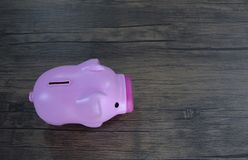 1 distributore automatico della moneta di rosa del maiale fotografie stock