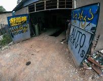 Distributore di benzina automatico di vecchia riparazione delle automobili in Georgia fotografie stock libere da diritti
