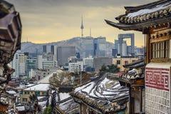 汉城、韩国历史的Distric和地平线 库存图片