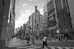 District de Shinjuku de rue dans la photographie de Tokyo.B&N Photos libres de droits