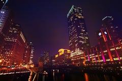 District des affaires de boucle la nuit, Chicago, Etats-Unis photo libre de droits
