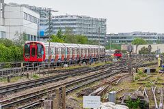Free District Line Train Approaching The Platform Stock Photos - 220871283