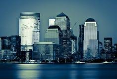 Districto financiero de Manhattan en la puesta del sol de Jersey Fotos de archivo libres de regalías