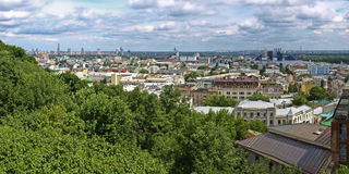 Districtos del panorama de Kiev. Podol y Obolon. Foto de archivo