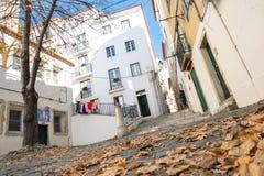 Distrito bonito de Alfama em Lisboa, Portugal imagem de stock