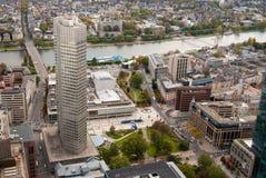 Distrito da operação bancária de Francoforte e rio principal Foto de Stock Royalty Free