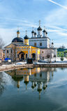 Distrito de Chekhov do monastério de Voznesenskaya Davidova Pustyn do vintage, monumentos de Rússia, históricos e culturais do imagens de stock