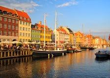 Distrito de Copenhague Nyhavn en la puesta del sol Fotografía de archivo libre de regalías