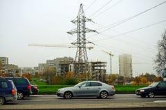 Distrito de Fabijoniskes de la ciudad de Vilna y torre de la energía Foto de archivo libre de regalías
