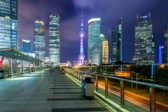 Distrito de las finanzas del rascacielos de Shangai Lujiazui en Shangai, China Imagen de archivo libre de regalías