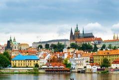 Distrito de Lesser Town y del castillo (Hradcany) en Praga Foto de archivo libre de regalías