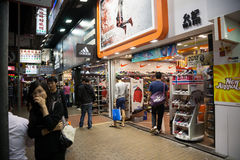 Distrito de Mong Kok das lojas em Hong Kong Imagem de Stock Royalty Free