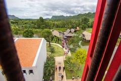 Distrito de Saiyok, provincia de Kanchanaburi, Tailandia en julio 9,2017: Visiónes desde la torre de la ciudad de Mallika City, A foto de archivo