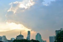 Distrito de Silom por la tarde fotos de archivo