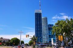 Distrito de Tres Cruces de Montevideo com Torre del Congreso, Urug fotos de stock royalty free