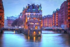 Distrito de Warehouse de Hamburgo en la noche fotografía de archivo libre de regalías