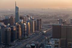 Distrito do porto de Dubai na noite imagem de stock royalty free