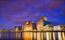 Distrito do porto de Duisburg na noite Fotografia de Stock Royalty Free