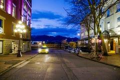 Distrito en la noche - la ciudad vieja de Vancouver que sorprende Gastown - VANCOUVER - CANADÁ - 12 de abril de 2017 Imágenes de archivo libres de regalías