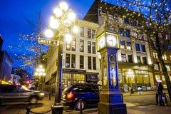 Distrito en la noche - la ciudad vieja de Vancouver que sorprende Gastown - VANCOUVER - CANADÁ - 12 de abril de 2017 Fotografía de archivo