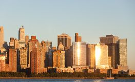 Distrito financeiro de Manhattan no por do sol de Jersey Foto de Stock