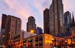 Distrito financiero central en la noche, Illinois, los E.E.U.U. de Chicago imagen de archivo libre de regalías