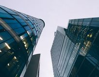 Distrito financiero de Bruselas en la oscuridad Fotos de archivo