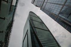 Distrito financiero de cristal futurista Moscú Rusia de los edificios de highrise imagen de archivo