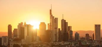 Distrito financiero de Francfort en la puesta del sol Fotografía de archivo