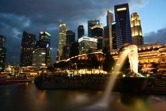 Distrito financiero de Singapur del parque de Merlion Imágenes de archivo libres de regalías