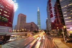 Distrito financiero del ` s de Taiwán con Taipei 101 Foto de archivo libre de regalías