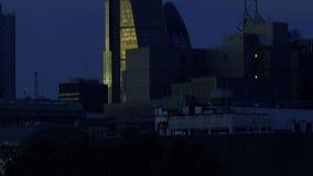Distrito financiero hermoso de Londres en la opinión del abejón de la noche almacen de video
