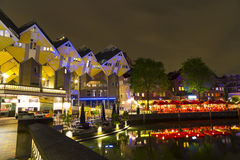 Distrito histórico do abrigo de Oude com restaurantes e vista das casas do cubo de Rotterdam Imagem de Stock Royalty Free