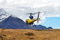 Distrito Khumbu, Nepal, Himalaya, octubre, 17, 2013 Helicóptero en Himalaya Foto de archivo libre de regalías