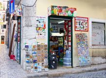 Distrito pequeno do alto do bairro da mercearia, Lisboa Fotografia de Stock Royalty Free