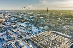 Distrito residencial con las torres de la TV Tyumen Rusia Fotografía de archivo