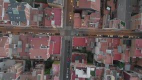 Distrito residencial de Sants-Montjuic da vista aérea do helicóptero Barcelona filme