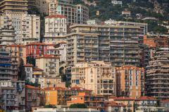 Distrito residencial densamente povoado de Mônaco foto de stock royalty free
