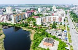 Distrito residencial y lago gipsy Tyumen Rusia Fotografía de archivo