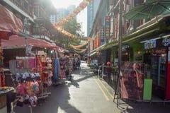 Distrito Singapur de Chinatown con las porciones de diversos productos Imagen de archivo libre de regalías