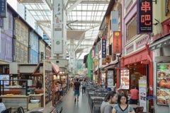 Distrito Singapur de Chinatown con las porciones de diversos productos Foto de archivo