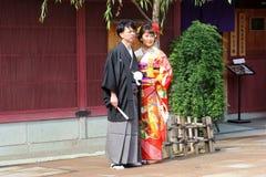 Distrito tradicional da gueixa dos trajes dos pares japoneses novos, Kanazawa, Japão Foto de Stock Royalty Free