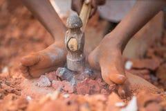 distruggere i mattoni nel Bangladesh Fotografia Stock