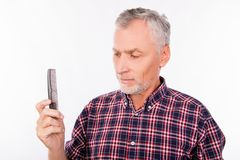 Free Disturbed Aged Man Holding A Comb Royalty Free Stock Photography - 166373617