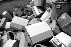 Disused benzynowi kontuary w dodatku specjalnym marnotrawią landfillpiles stary d fotografia royalty free