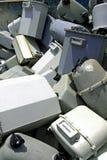 Disused benzynowi kontuary w dodatku specjalnym marnotrawią landfillpiles stary d fotografia stock