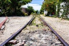 Disused linia kolejowa I Przemysłowa Jałowa ziemia W Knsma schronieniu Fotografia Royalty Free